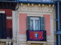Casa con el escudo del Osasuna