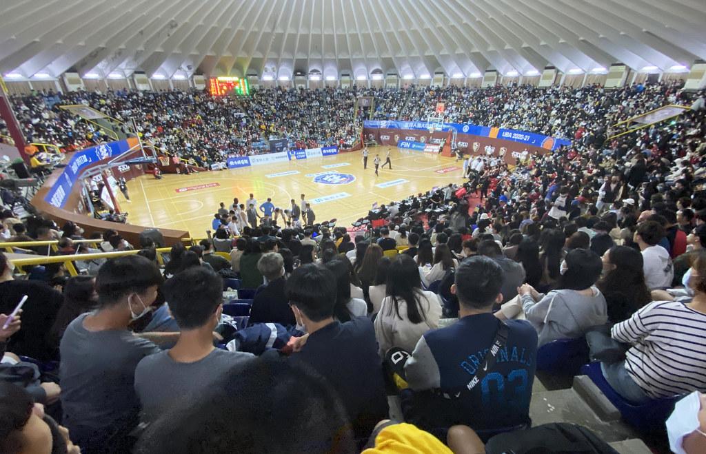 富邦人壽大專籃球聯賽滿場觀眾。(大專體總提供)