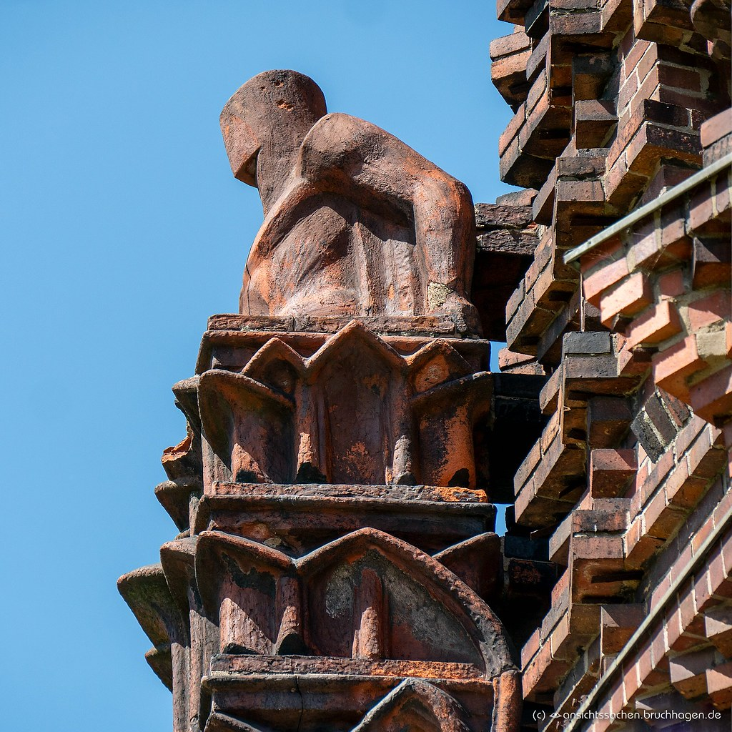 Expressionistisches Detail des Wasserturms in der Jungfrenheide