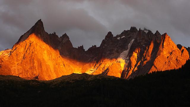 Les aiguilles de Chamonix au soleil couchant
