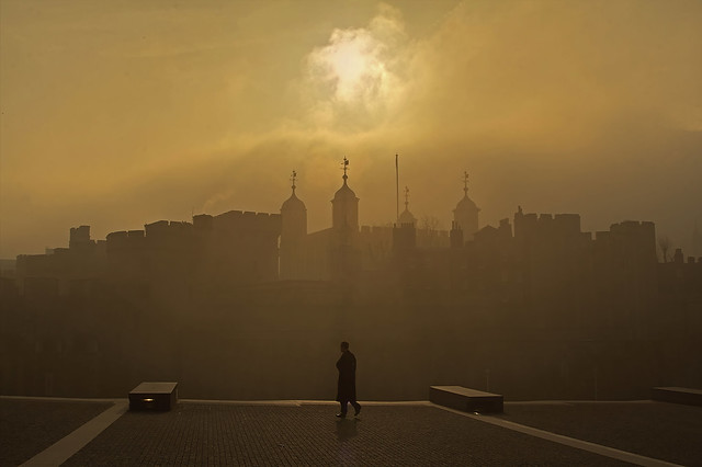 Solo nella nebbia / Alone in the fog (2.0, Tower of London, London, England)