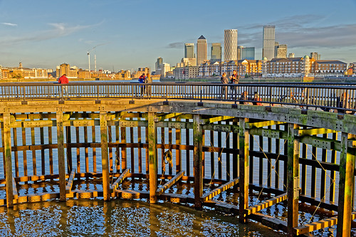 footpath jetty river water thames view people towers skyscrapers canarywharf shadwell wapping london nikon nikond700 d700 tamron tamronsp2470mm ghe