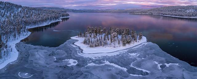 Lake freezes