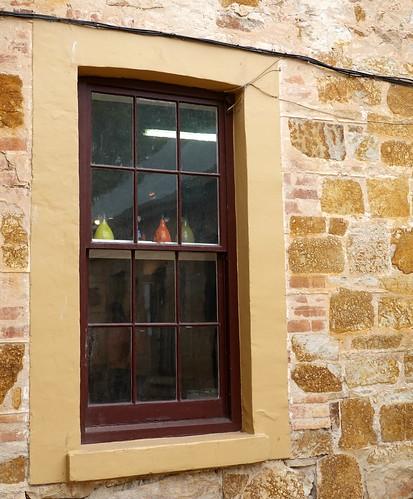 hahndorf windows fenster southaustralia australia building wall stone stein sandstein sandstone mauerwerk mauer windowwednesdays window 021060 rx100m6 dwwg