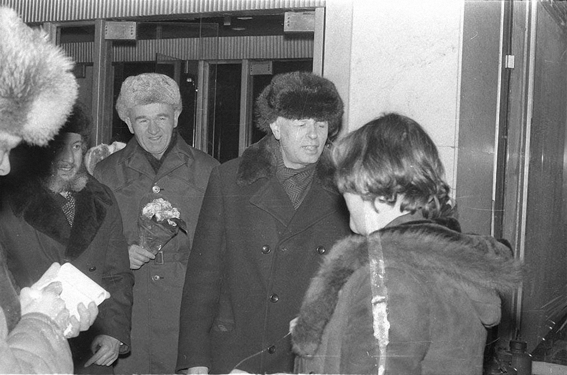 1986. 23 декабря Андрей Сахаров вместе с Еленой Боннэр возвращается в Москву (3)
