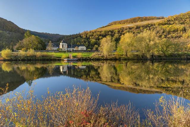 *Kloster Machern an einem sonnigen Herbsttag*