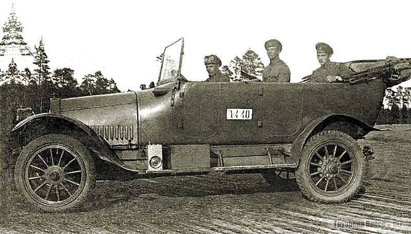 Штабной автомобиль «Руссо-Балт Е 15/35» специально разработан для нужд Русской императорской армии. Юго-Западный фронт, 1915 г.