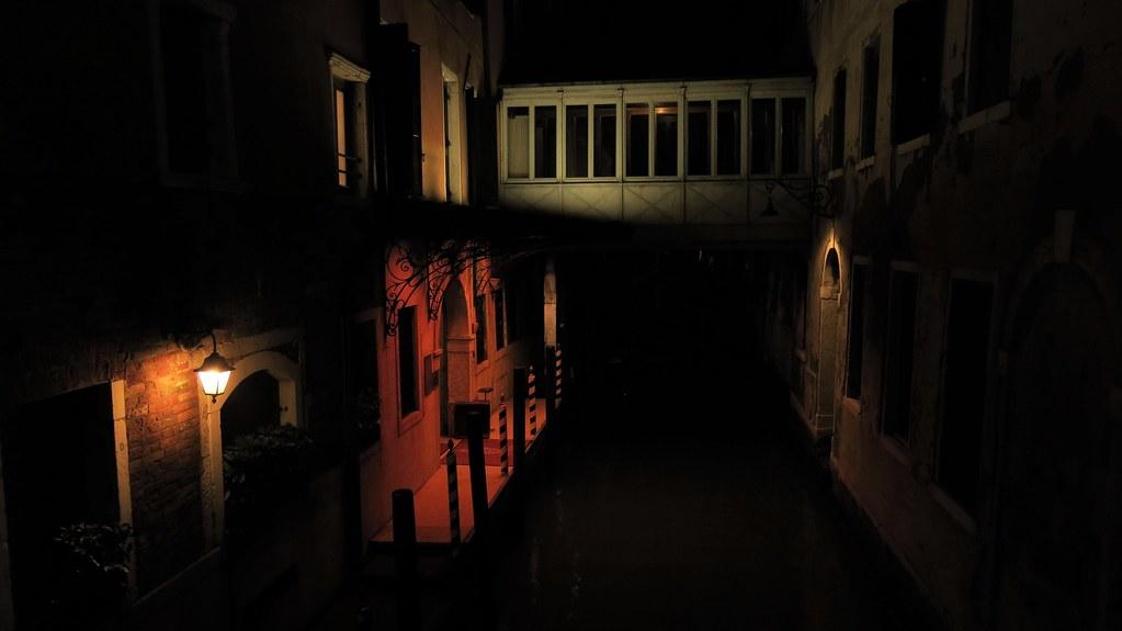 Venezia, il canale di notte.