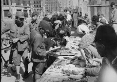 Street stalls in Tokyo, 22 November 1945, photographed by Ray Olson