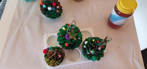 Pine cone decorations craft, Tūranga