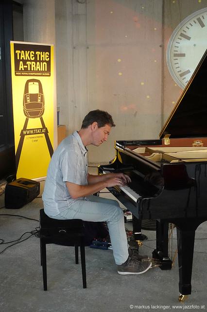 Stefan Wegenkittl: piano