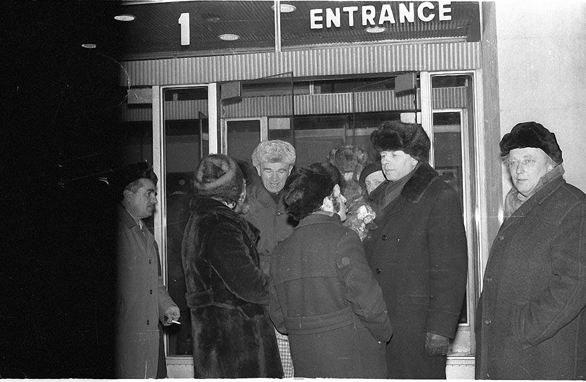 1986. 23 декабря Андрей Сахаров вместе с Еленой Боннэр возвращается в Москву (4)
