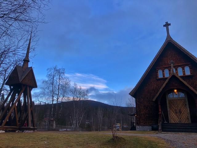 Iglesia de madera de Kvikkjokk estilo vikingo (Laponia, Suecia)