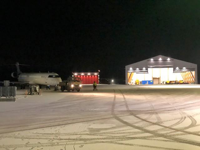 Aeropuerto de Gällivare (Suecia) con nieve en la pista