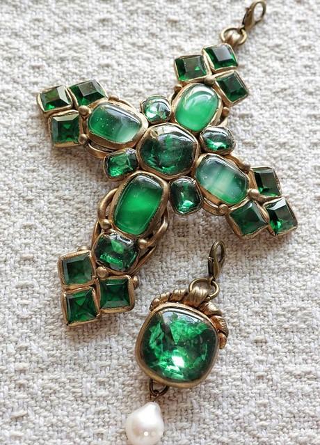 green-pendant