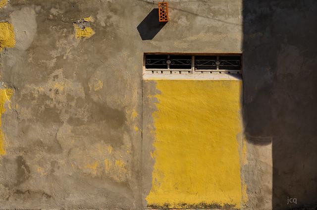 This is not a wall (surrealism).  Esta no es una pared (surrealismo).  HWW :)
