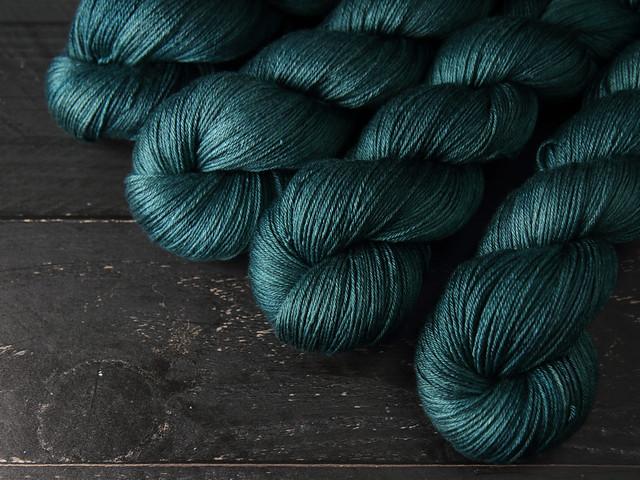 Brilliance 4 Ply  – British Bluefaced Leicester wool/silk hand-dyed yarn 100g – 'Spirulina'