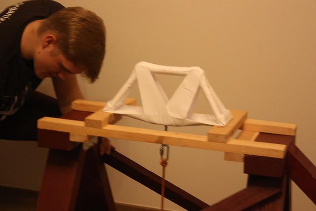 """Papīra tiltu konstruēšanas sacensības """"Papīra tilti 7"""""""