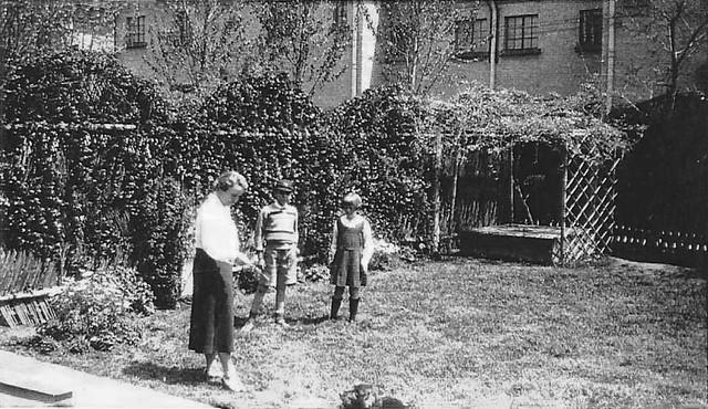 Hekking family home garden, Shanghai, ca. 1930