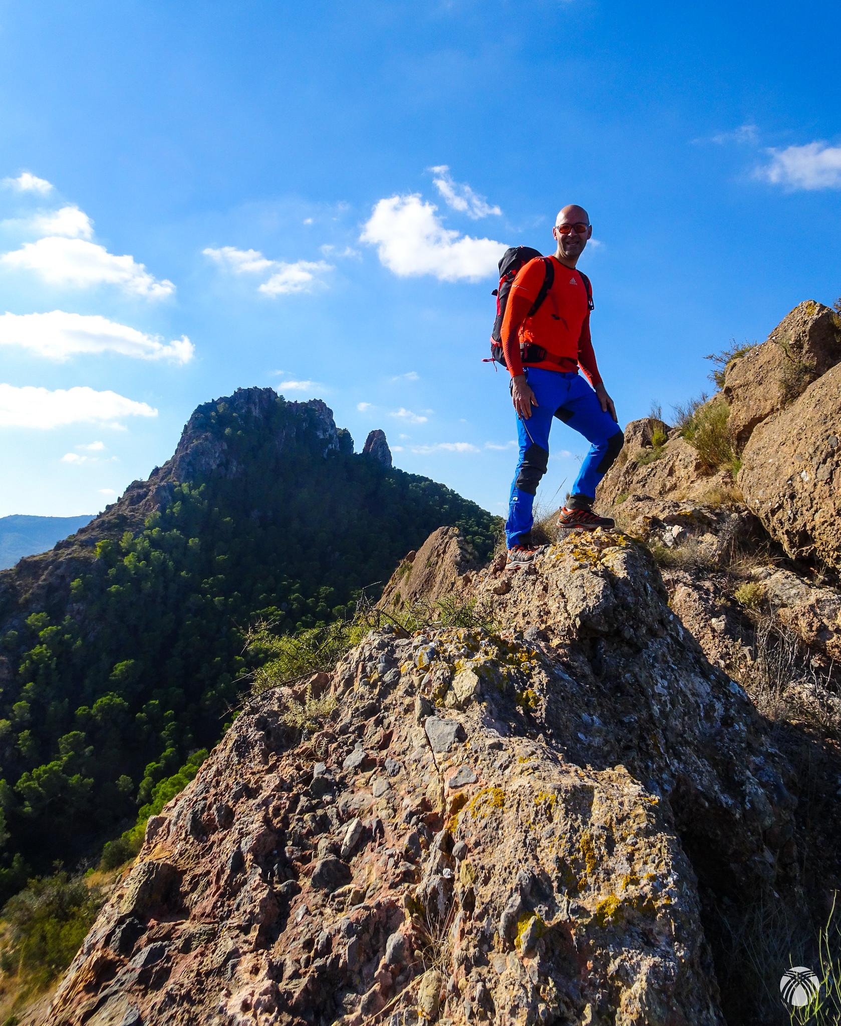 Descenso hacia el este por la cresta