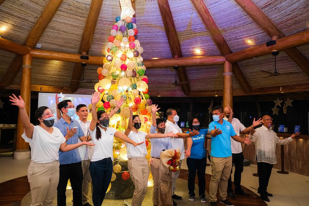 Bluewater Maribago Employees Greets Malipayong Pasko (1)