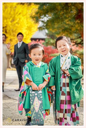 兄弟そろっての七五三 永保寺でロケーション撮影 岐阜県多治見市 紅葉したイチョウ