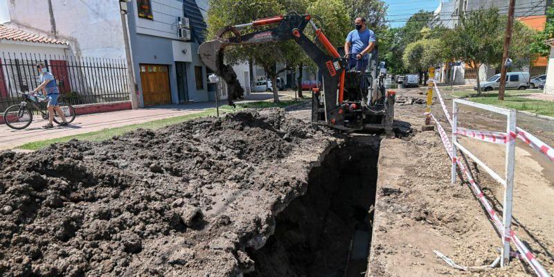 Reparan un conducto cloacal en barrio General Paz (1)