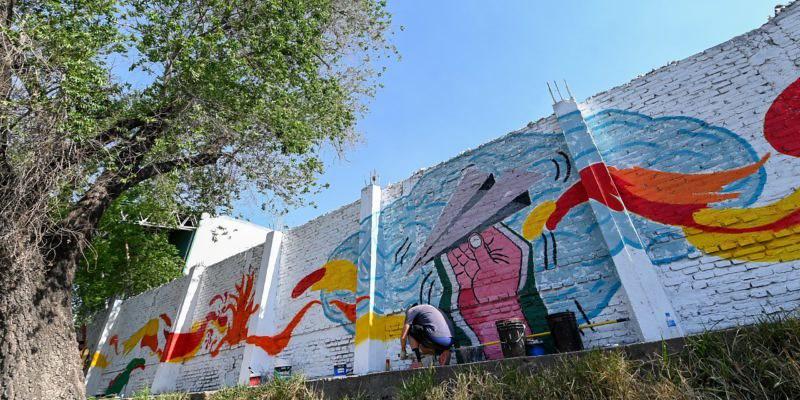 Un nuevo mural artístico decora los alrededores del Río Suquía (3)