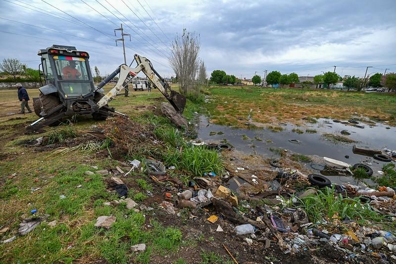 Limpian lagunas pluviales de retención en barrio Juan Pablo II (2)