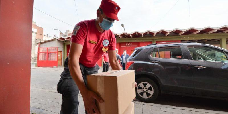 La Municipalidad entregó medicamentos a la Dirección de Bomberos de la Policía (1)