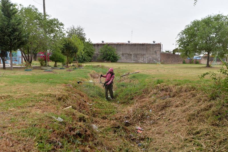 Limpiaron un canal pluvial en barrio Villa Azalais Oeste (2)