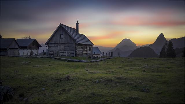 _DSC30385_2 Sunset at the alpine hut on the