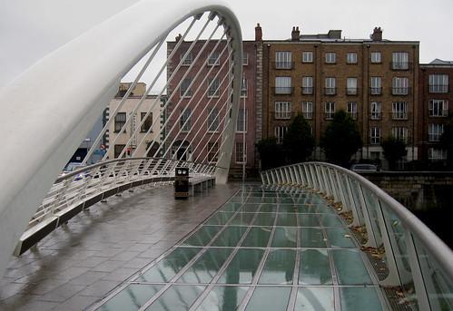 james joyce bridge river liffey dublin santiago calatrava architecture