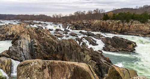 greatfalls virginia unitedstates leaves potomacriver rapids waterfall greatfallsnationalpark sky trees river fall clouds rocks