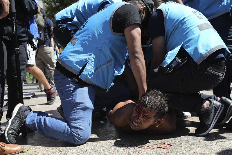 阿根廷 阿根廷民眾與警方爆發衝突。(達志影像)