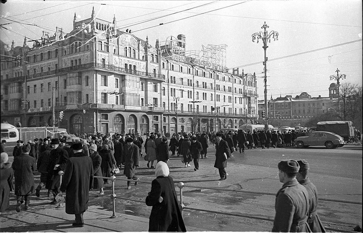 1950-е. Метрополь. Площадь Свердлова.