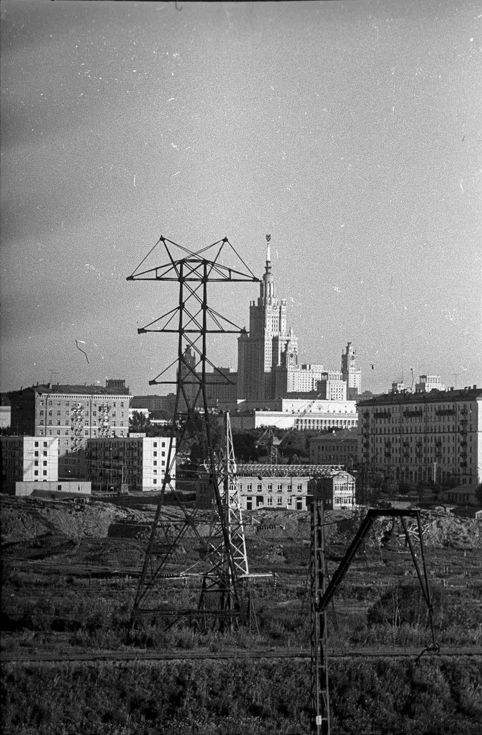 1950-е. Вид на высотное здание МГУ. Район Поклонной горы
