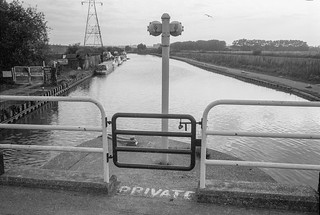 Stonebridge Lock, Northumberland Park, 1983 37c-22_2400