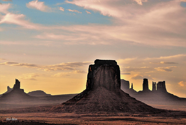 American West - Dusk  //  Monument Valley - Arizona/Utah