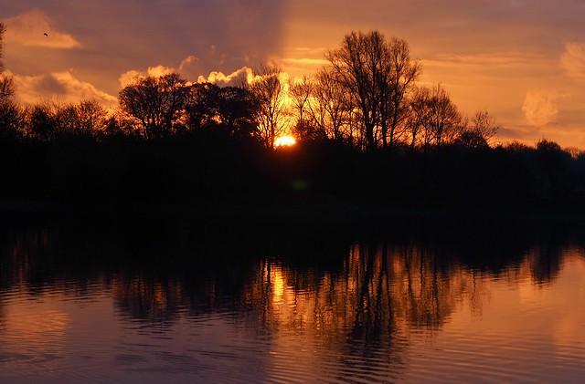 Dawn on Nene Valley. Gunwade Lake.