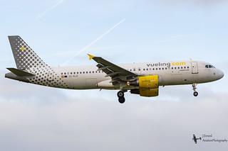 Vueling_A320_EC-KLB_EHAM_NOV2016