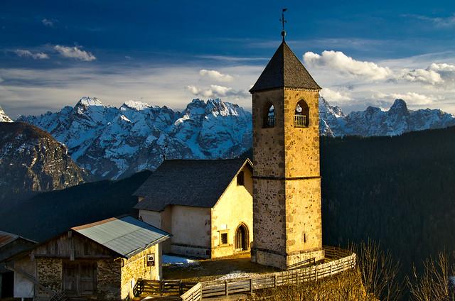 Chiesa San Leonardo above Comelico Superiore-Casamazzagno