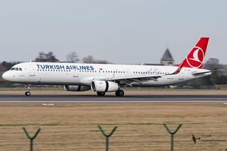 TurkishAirlines_A321_TC-JSU_EBBR_FEB2017