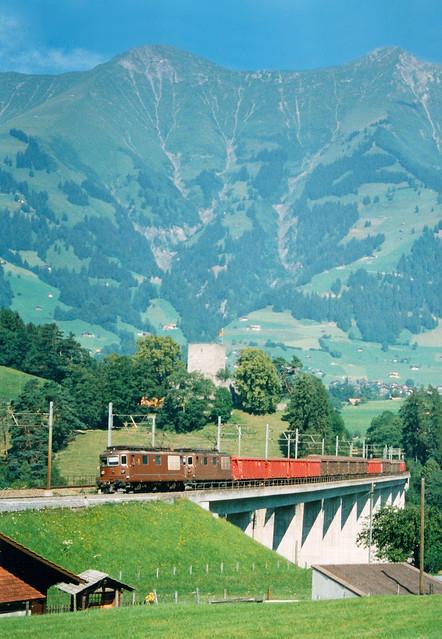 2 x BLS Re 4-4 + goederentrein/Güterzug/freight train (Tonerde naar Domodossola)  - Frutigen