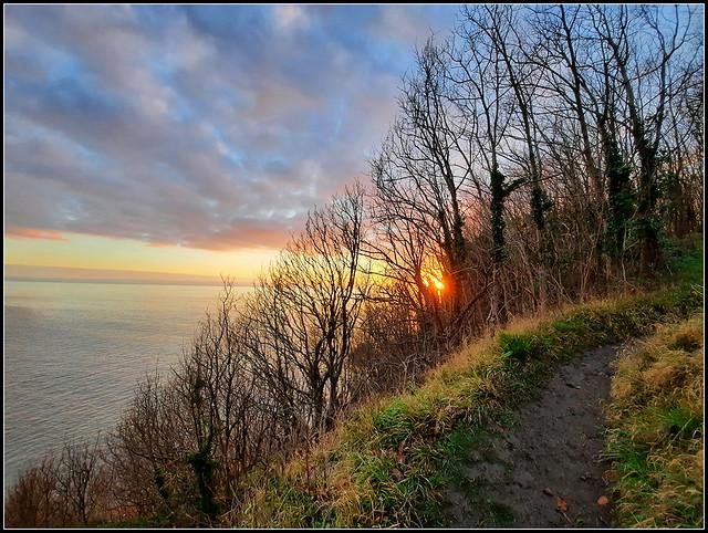 Llwybr ar bwys Trwyn-y-Wrach, Arfordir Treftadaeth Morgannwg, De Cymru / Path near Witch's Point, Glamorgan Heritage Coast, South Wales