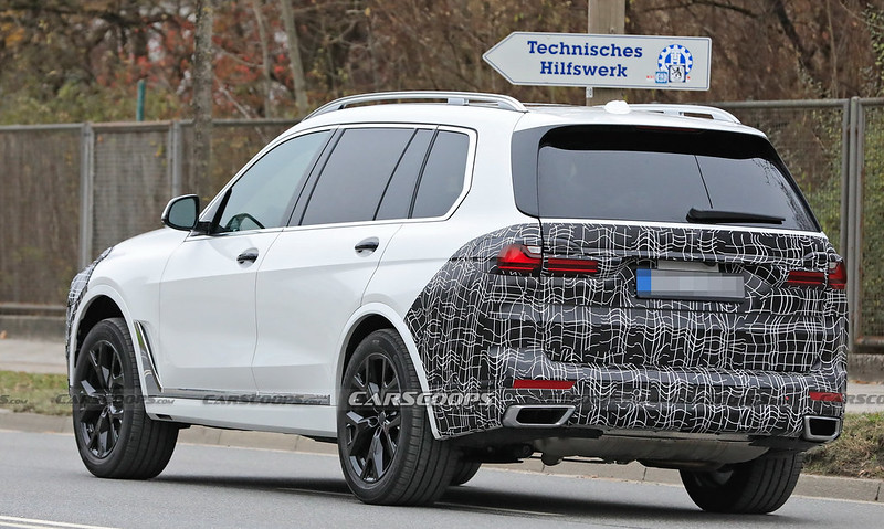 2022-bmw-x7-facelift-15