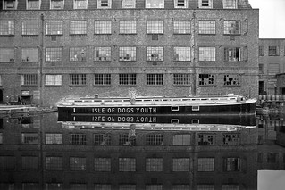 Isle of Dogs Youth, Hertford Union Canal, Old Ford, Tower Hamlets, 1983t 36n-24_2400
