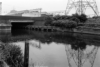 Waterworks River, Railway Bridge, Stratford, Newham, 1983 35q-32_2400 | by peter marshall