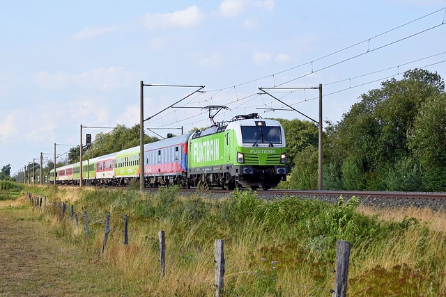 Railpool 193 813, vermietet an BTE, mit FLX 1807 Hamburg-Altona - Köln Hbf (Hüde, 08.08.19).