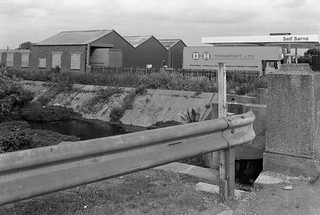Flood Channel, Leyton, Waltham Forest, 1982 32d-46_2400